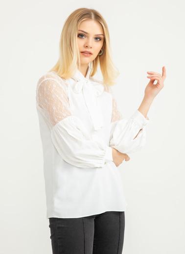 Foremia Omuzu Dantel Detay Bluz Ekru